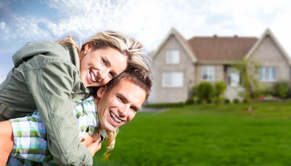 Glatt par som lånat till kontantinsats till nytt hus