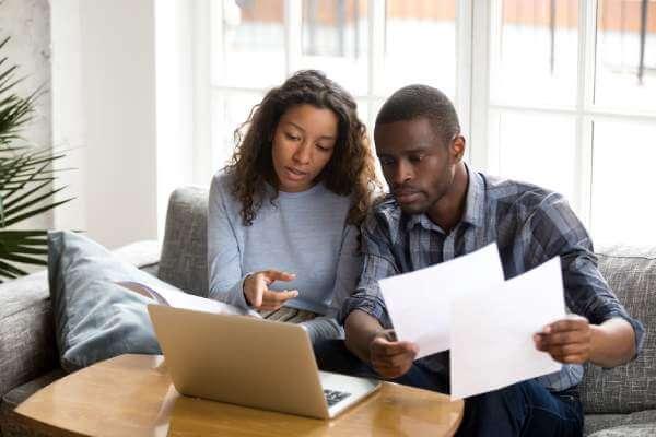 Par jämför lån i soffan