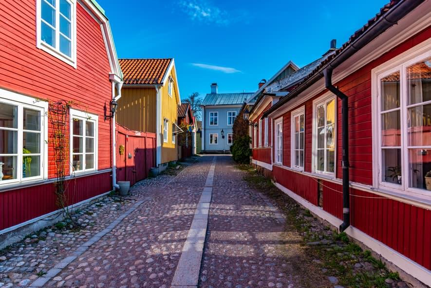Färgglada sommarhus i Sverige