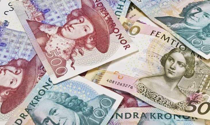 Hög med ogiltiga svenska sedlar